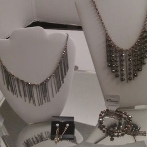 NWT BEAUTIFUL EARRINGS, NECKLACE AND BRACELET A250